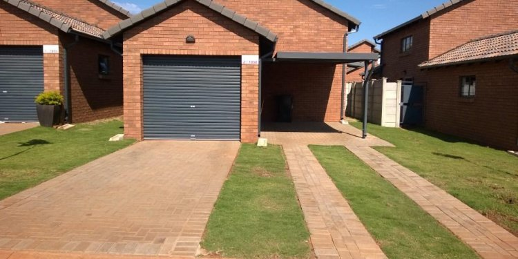 RENTALS HOUSES ON SHOW 2KM