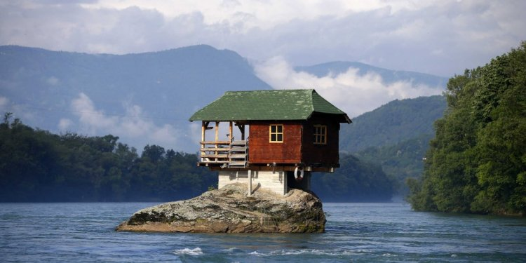 The 18 Coolest Homes On Earth